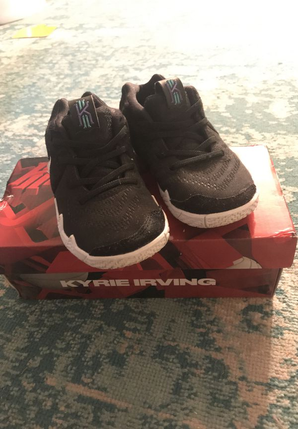 8eba1f20884c NIKE KYRIE IRVING 10c toddler sneaker for Sale in Columbus