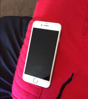 6s iPhone rest unlocked come with beats ear buds for Sale in Fort Washington, MD