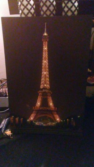 Eiffel Tower Canvas With LED Lights (BEAUTIFUL) for Sale in Silver Spring, MD