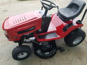 Photo Murray lawn tractor with 42 inch cutting deck