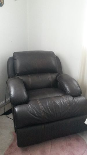 Beautiful leather lazy boy recliner for Sale in Silver Spring, MD