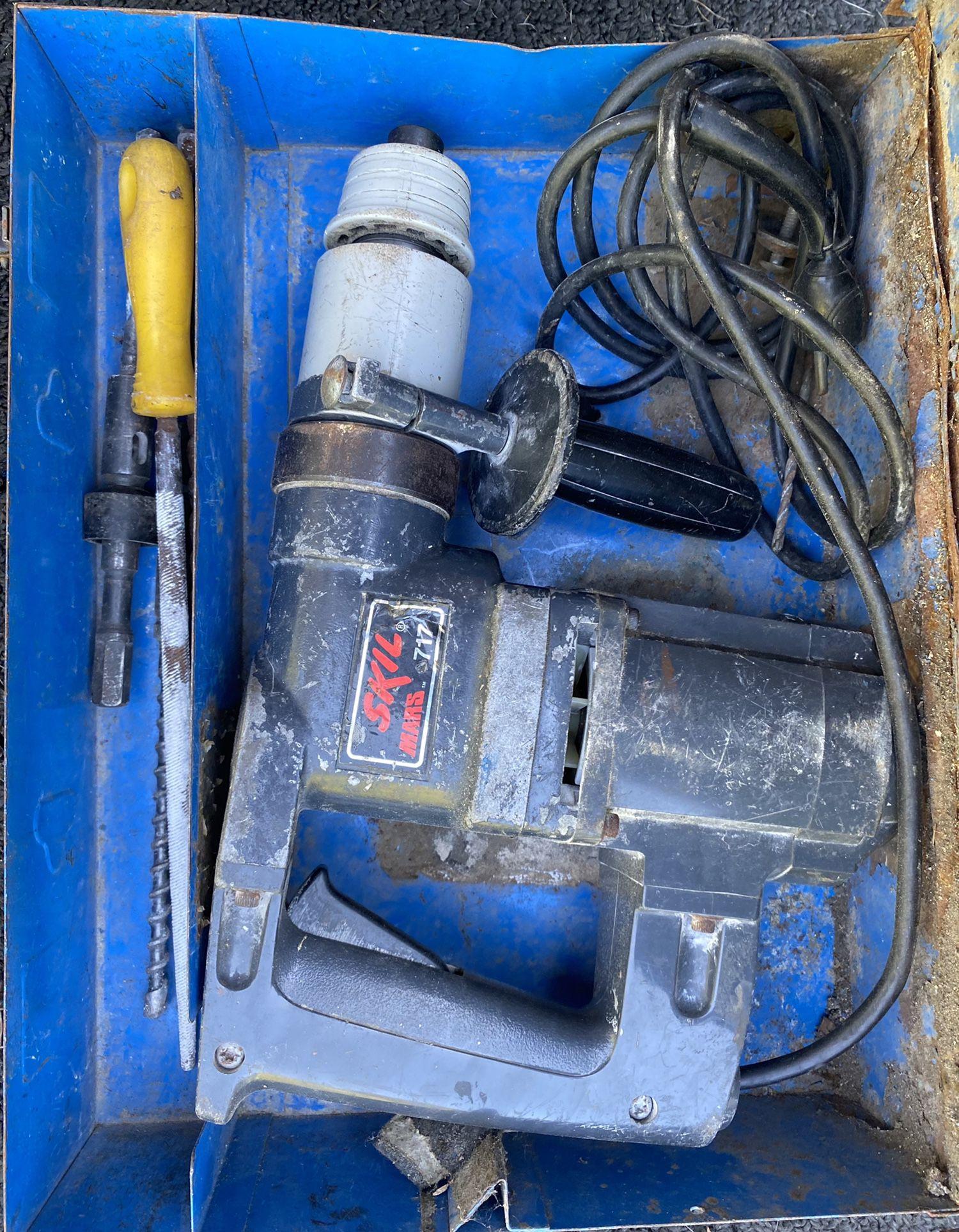 Skil Roto Hammer 717 hammer drill in metal case