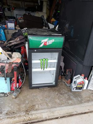 Mini fridge for Sale in Fresno, CA