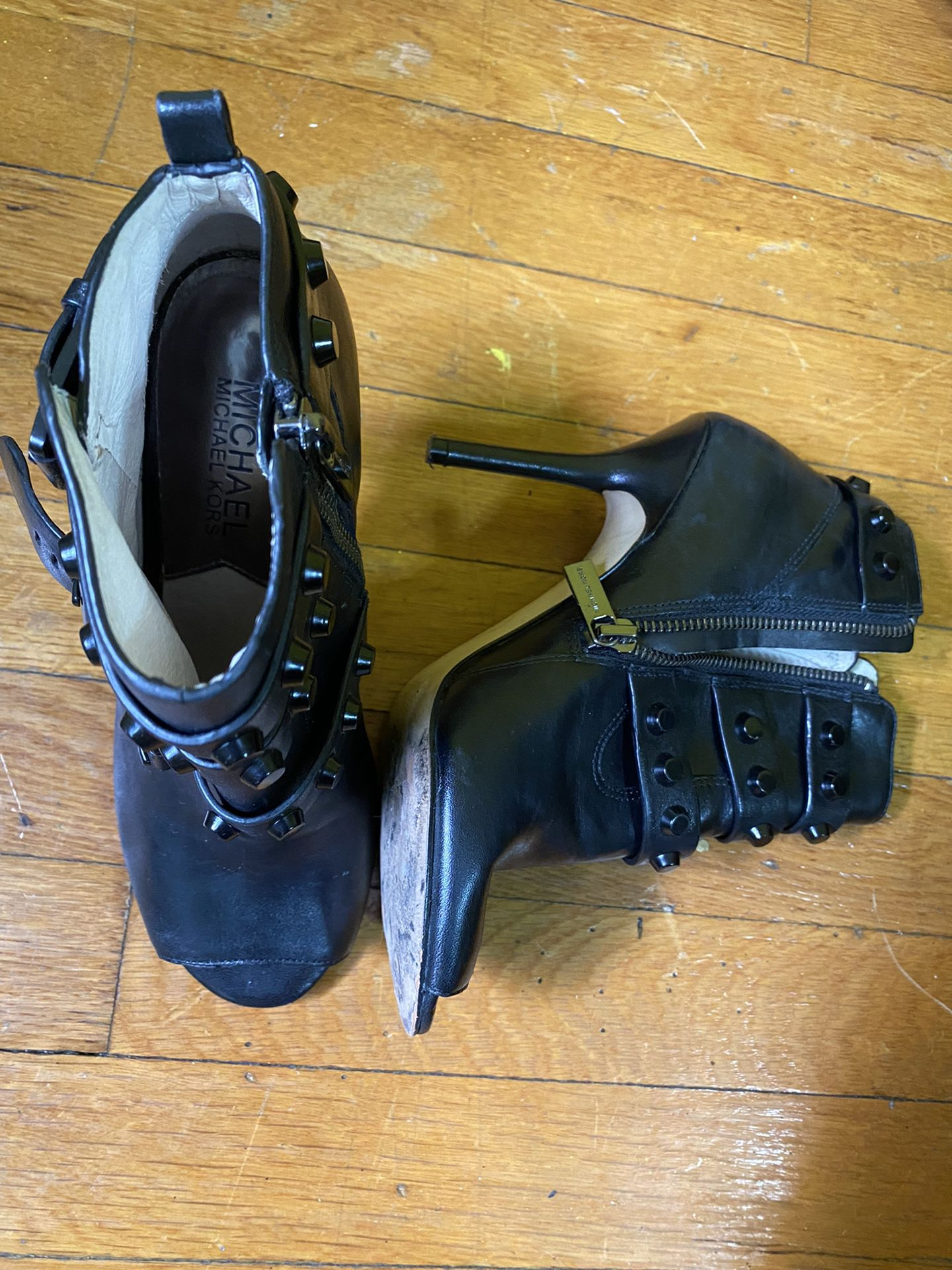 Lot Of Shoes 6 1/2 Make An Offer