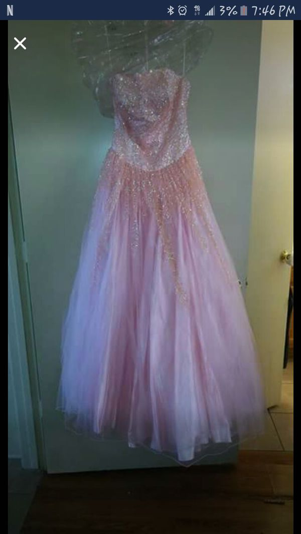 Prom dress size 6.. helping my gf sell this..in great condition for ...