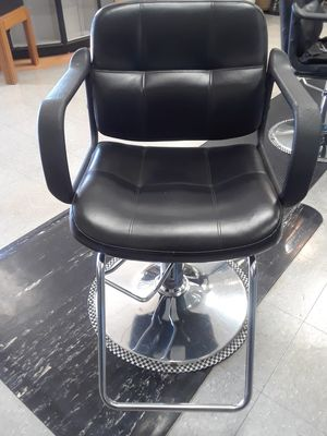 6 styling chairs in good condition for Sale in Montgomery Village, MD