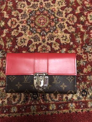 Louis Vuitton wallet on chains for Sale in Sterling, VA