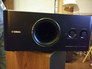 Photo REDUCED Yamaha YST-FSW050 Ultra-compact powered subwoofer REDUCED FOR QUICK SALE