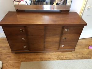Dresser with detachable mirror for Sale in Washington, DC