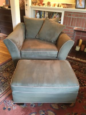 Photo Bernie & Phils comfy arm chair and ottoman