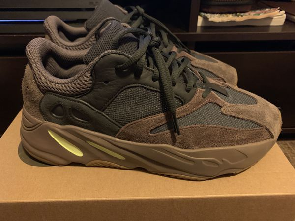 sports shoes ff0cd 30fcb Yeezy Boost 700 Mauve for Sale in Victorville, CA - OfferUp