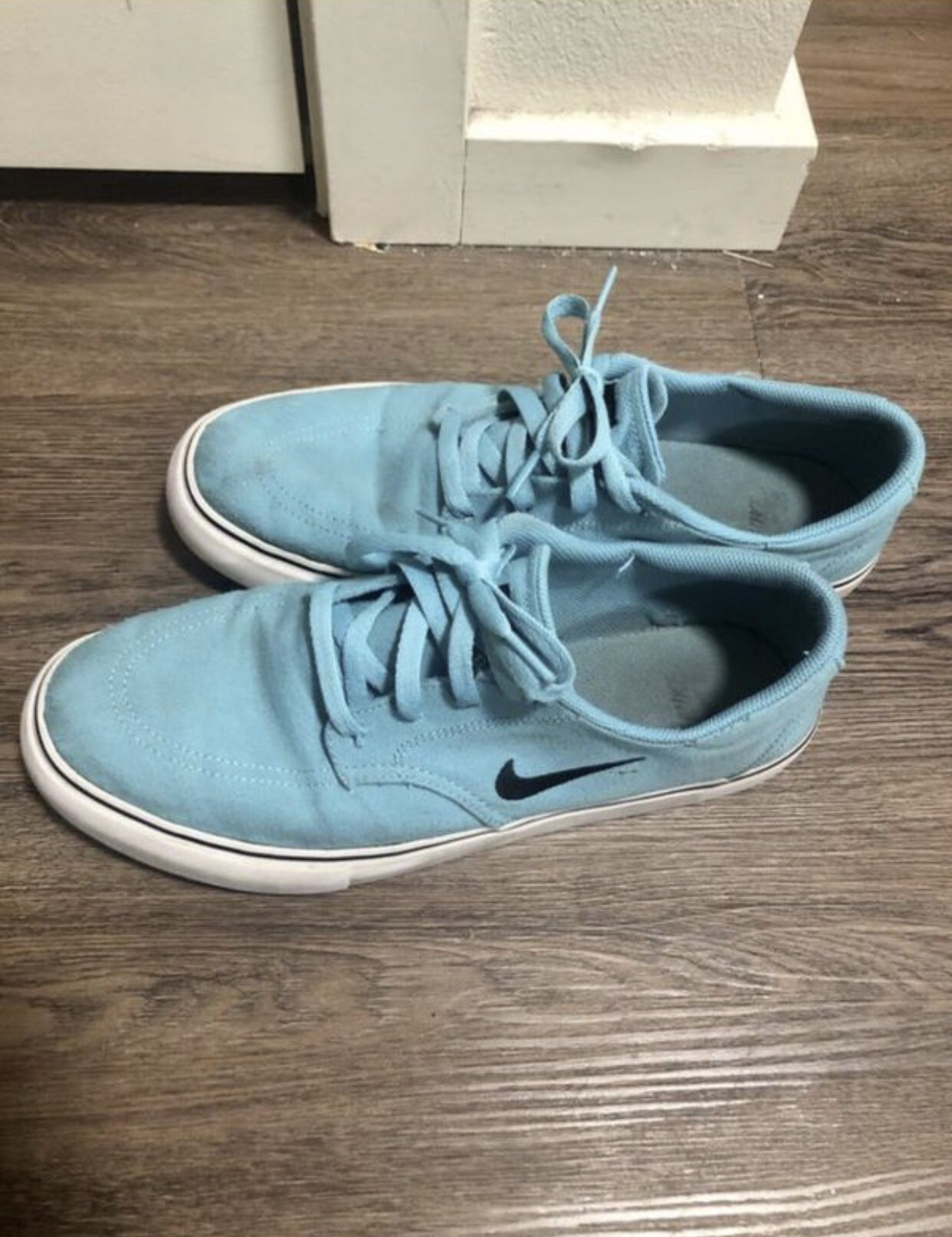 Men's 9.5 Aqua Nike's