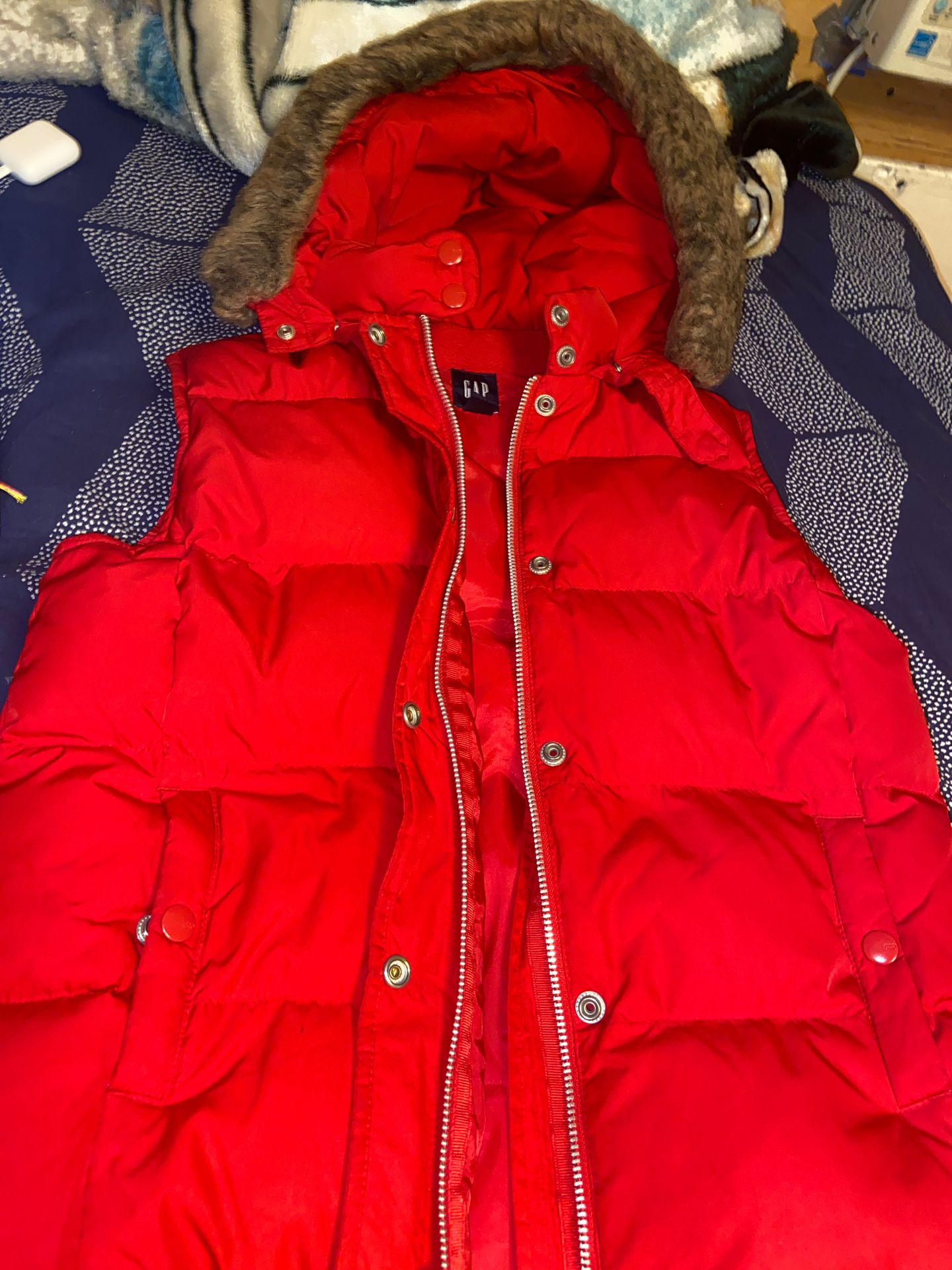 Red sleeve less jacket
