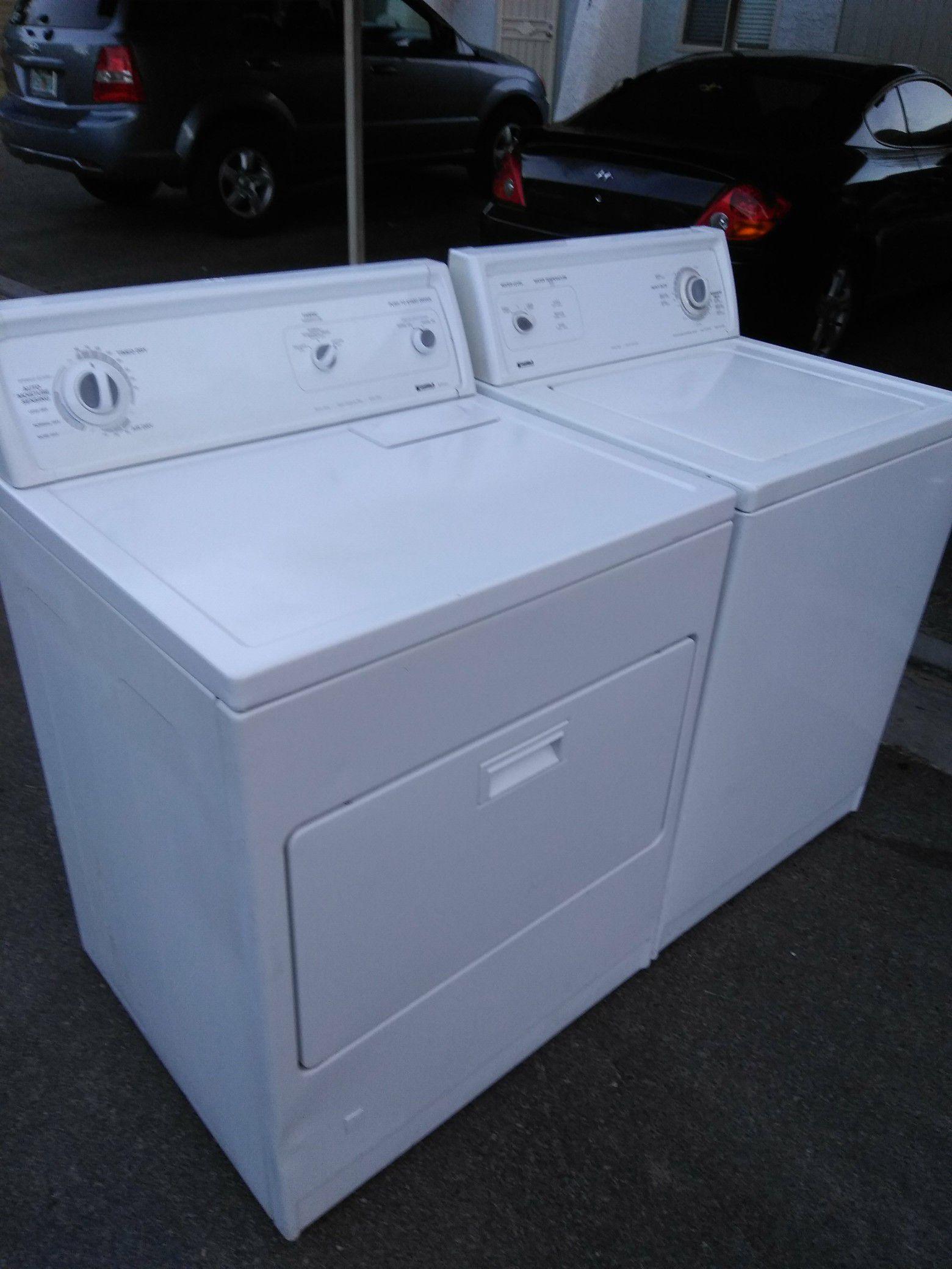 Very nice clean Kenmore set washer machine