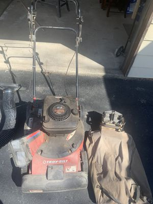 Photo Troy-Bilt Lawn Vacuum (5HP Briggs and Stratton engine)