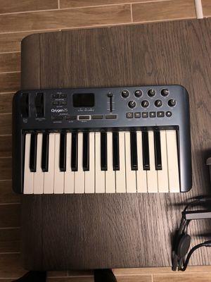 Oxygen 25 midi keyboard for Sale in Marietta, GA