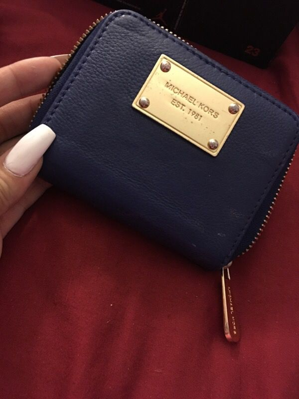 9d3f63b6d1 Michael kors wallet for Sale in Miami