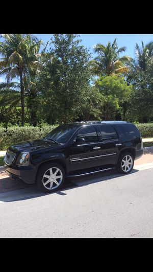 Parting out 07-14 GMC Yukon Denali , have most parts still, all OEM original GM used parts , tahoe, suburban avalanche, 07-13 for Sale in Oakland Park, FL