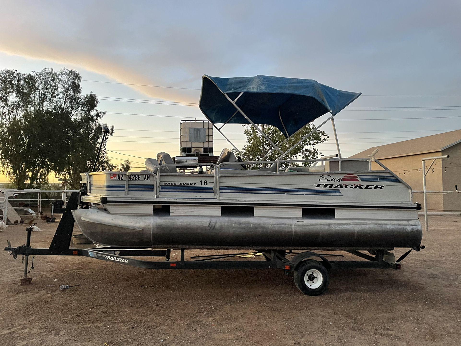 Photo Sun Tracker Bass Buggy Pontoon Boat