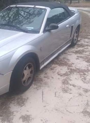 Parts Only! 00 Ford mustang.