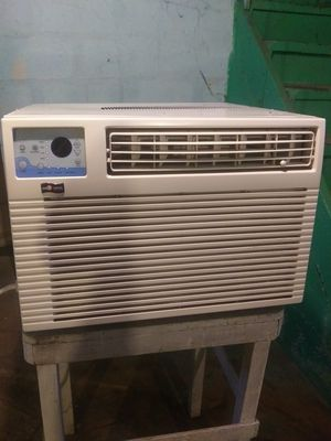 Thermal zone 220 plug normal house plug 12,000 btu for Sale in Pittsburgh, PA