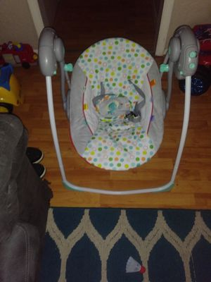 Photo Bright Connection Portable Baby Swing