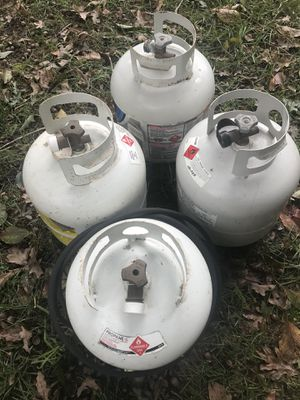 3 propane tanks for Sale in White Plains, MD
