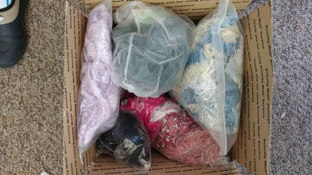 Box of new lace of various colors Thumbnail