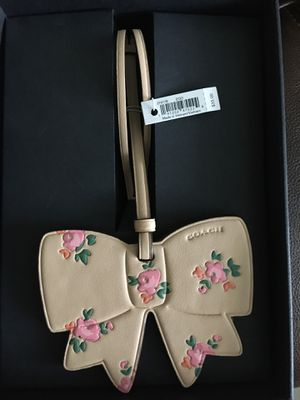 Photo COACH Floral Printed Leather Bow Ornament Purse Charm Beechwood - One Size