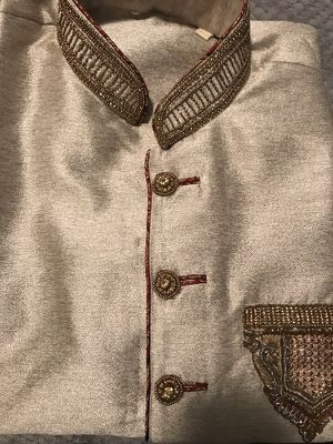 Men's sherwani size 42 indian outfit for Sale in Chicago, IL