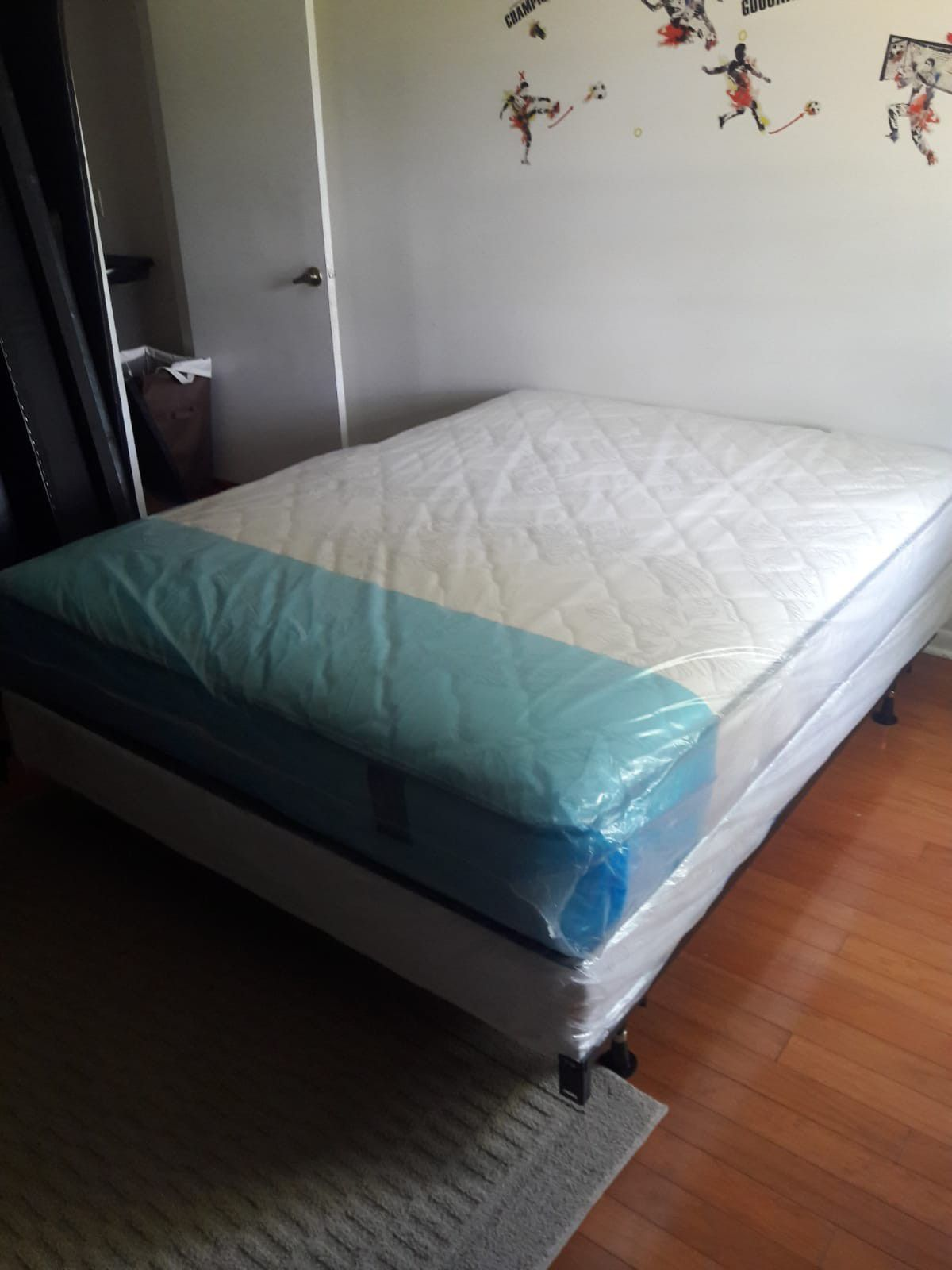 NEW QUEEN MATTRESS AND BOX SPRING. FREE DELIVERY 🚚