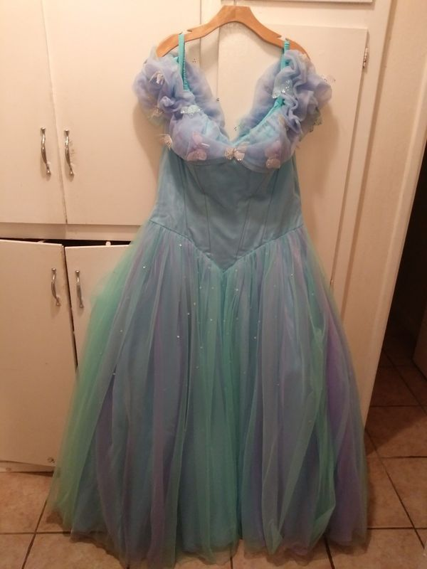 4371e8438a New and Used Quinceanera dress for Sale in Vista