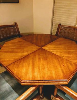 Photo Asian style dining table