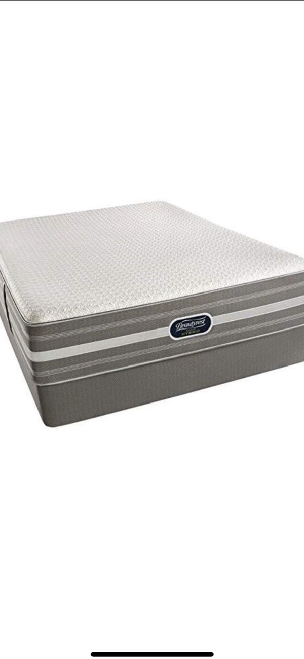 Simmons Beautyrest Recharge Hybrid King Mattress And Boxspring