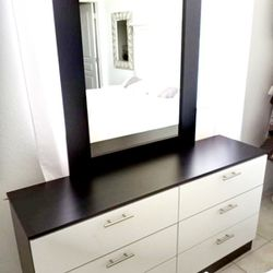 NEW MIRROR DRESSER AND 1 NIGHTSTAND Thumbnail