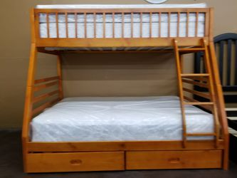 Solid wood Twin/full bunkbed with two mattresses Thumbnail