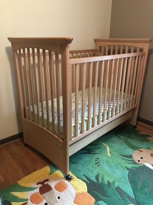 Ragazzi crib and changing table/dresser for Sale in North Potomac, MD