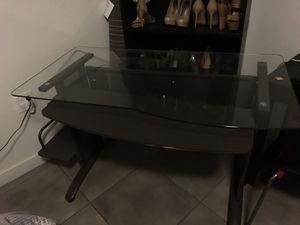 Desk $30 for Sale in Miami, FL