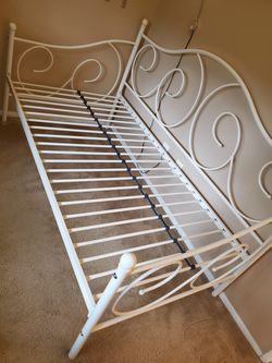 Twin Size Daybed Thumbnail