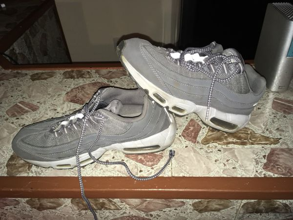 sports shoes b7e5f 0a580 NIKE AIR MAX 2013 WHITE WOLF GREY 554886-100 2012 2014 2015 SHOES SZ 10 for  Sale in Islip Terrace, NY - OfferUp