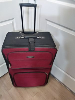 30 x 19 TRAVEL SELECT SUITCASE for Sale in McLean, VA
