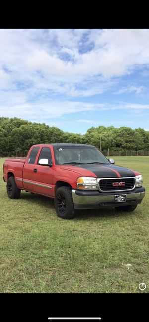 Photo 2000 GMC Sierra 4x4 ,automatic transmission, 3 door extended cab, 217,000 original miles,AC has a Freon leak bed cover,transmission was rebuilt