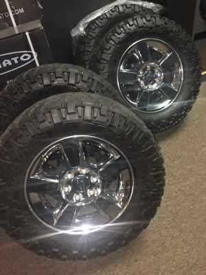 NITTO TRAIL GRAPPLER M/T 285 65 18 PREOWNED GREAT WHEELS AND TIRES for Sale in Atlanta, GA