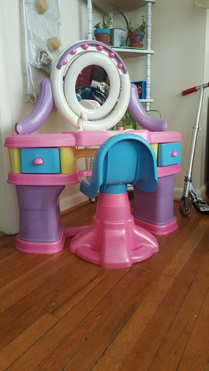 Pretty Pink Girls Vanity! for Sale in Frederick, MD