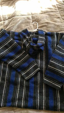 Awesome pull over Earth ragz brand size med Thumbnail