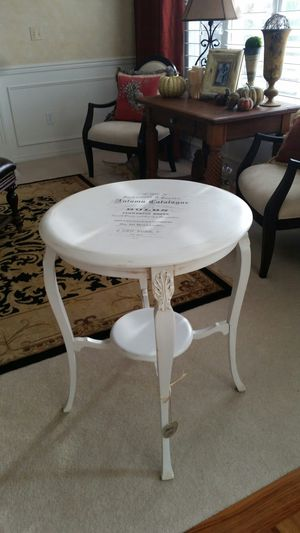 Round side table/entry table for Sale in Puyallup, WA