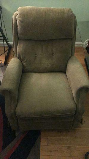 Lazy Boy rocker recliner for Sale in Woodbridge, VA