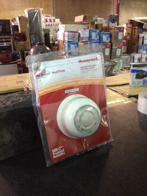 Honeywell nonprogrammable thermostat for Sale in Phoenix, AZ