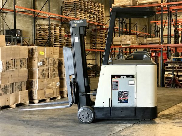 CROWN RC 3000 ELECTRIC FORKLIFT For Sale In Miami FL OfferUp