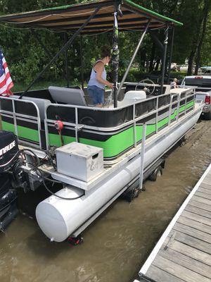 24 ft pontoon with 2013 90 hp 4 stroke etec for Sale in Hoboken, NJ